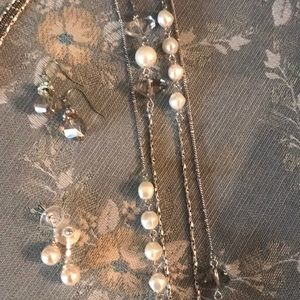 Jewelry - Pearl & Crystal Necklace w/ 2 pairs of earrings